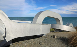 Цепная скульптура исчезает в Тихий Океан Стоковые Фотографии RF