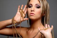 цепное золото девушки Стоковые Фотографии RF