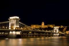 Цепной мост и замок Buda, Будапешт, Венгрия Стоковые Фото