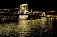 Цепной мост и королевский дворец Стоковая Фотография RF