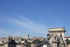 Цепной мост и королевский замок Стоковые Фотографии RF