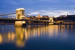Цепной мост на ноче Стоковые Фотографии RF