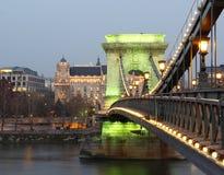 Цепной мост на сумраке, в Будапеште Стоковые Фото