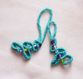 Цепь вязания крючком ключевая с шариками рождественской елки Стоковые Фото