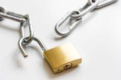 Цепь металла защиты данных концепции на белой предпосылке Стоковая Фотография RF