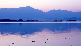 цепь покрывает поверхность США захода солнца неба съемки горизонтальных озер светлую o озера illinois померанцовую акции видеоматериалы