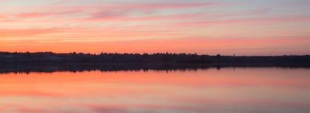 цепь покрывает поверхность США захода солнца неба съемки горизонтальных озер светлую o озера illinois померанцовую Стоковое Фото