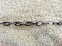 Цепь утонутая в песок Стоковое Фото