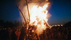 Церемониальный огонь ночи Kupala акции видеоматериалы