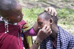 Церемониальная картина стороны, деревня Maasi, консервация Ngorongoro стоковые изображения