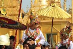 Церемония инициализации мальчиков в монахах в Мьянме Стоковая Фотография