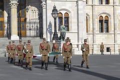 Церемония поднимать национальный флаг Стоковое Фото