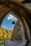 Церковные колокола в монастыре пещеры Стоковое Изображение RF
