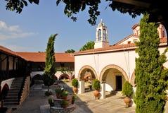 Церковный двор монастыря Megali Panagia, Samos, Греция Стоковые Изображения RF