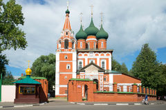 Церковь Архангела Майкл была солнечным днем в июле vladimir перемещения st России кольца demetrius собора золотистое Стоковое Изображение