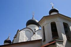 Церковь базилика St на холме в Пскове Стоковая Фотография
