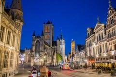 Церковь Бельгии Sint-Niklaasklerk ночи Gent Стоковое Изображение