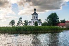 Церковь возвеличивания святого креста, монастырь Nilov, зона Tver стоковое изображение rf