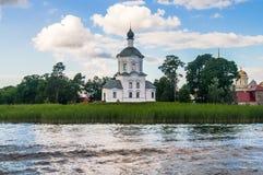 Церковь возвеличивания святого креста, монастырь Nilov, зона Tver стоковые фото