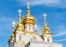 Церковь дворца St Peter и Пола в Peterhof, Санкт-Петербурге, России Стоковая Фотография RF