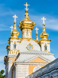 Церковь дворца St Peter и Пола в Peterhof, Санкт-Петербурге, России Стоковые Изображения