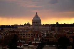 Церковь во время захода солнца и дождя Стоковая Фотография RF