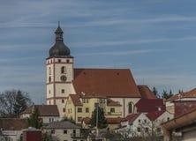 Церковь в городке Rudolfov около Ceske Budejovice стоковое фото