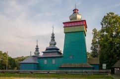 Церковь в деревне низком Beskids Wielka tkowa ÅšwiÄ…, Польше Июнь 2018 стоковое изображение rf