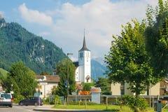 Церковь в деревне Charmey на Prealps в швейцарце Fribourg грюйера Стоковое Изображение RF