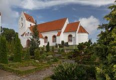 Церковь в кладбище Стоковые Фотографии RF
