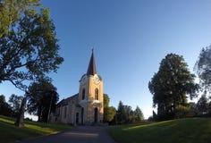 Церковь в Норвегии с предпосылкой голубого неба Стоковые Фотографии RF