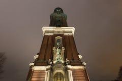 Церковь Гамбург Германия michaelis St на ноче стоковое изображение rf