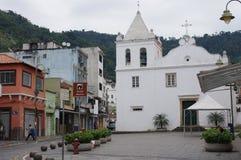 Церковь городской площадью в dos Reis Angra Стоковое Фото