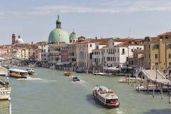 Церковь грандиозного канала и Сан Simeone piccolo в Венеции, Италии Стоковое Фото