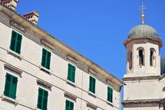 Церковь и здание в Дубровник стоковые изображения
