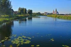 Церковь Илии пророк на реке Kamenka в Suzdal, России стоковое изображение rf