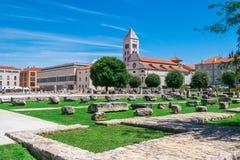 Церковь и монастырь St Mary и памятники старины в Zadar, Хорватии стоковые изображения