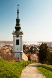 Церковь и дома в Сербии Стоковые Фото