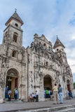 Церковь и люди Guadalupe в центральной Гранаде Стоковая Фотография