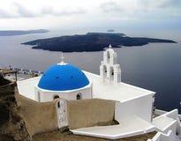 Церковь 3 колоколов в Fira, острове Santorini, Греции стоковое фото