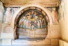 Церковь креста на розовой долине cappadocia индюк стоковые фотографии rf