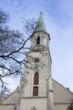 Церковь лютеранина Katerina Святого евангелистская в Kuldiga Латвии Стоковые Изображения