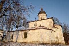 Церковь милосердного в Пскове, построенная в 14--пятнадцатых столетиях Россия Стоковое Изображение RF