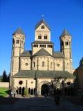 Церковь монастыря романск на Марии Laach в свете вечера, Rhineland-Palatinate стоковые изображения
