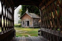 церковь моста покрыла журнал Стоковое фото RF