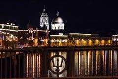 Церковь мученика St Екатерины Великой на ноче от моста фондовой биржи Стоковая Фотография