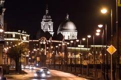 Церковь мученика St Екатерины Великой на ноче от моста фондовой биржи Стоковое Изображение RF
