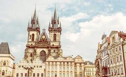 Церковь нашей дамы перед Tyn в Праге, чехе, желтом фильтре Стоковые Фотографии RF