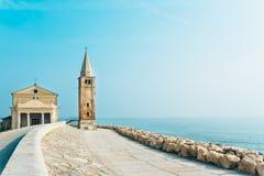 Церковь нашей дамы Анджела на пляже Caorle Италии Стоковые Фотографии RF