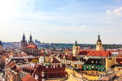 Церковь нашей дамы перед Tyn и старый городок антенны Праги стоковое фото